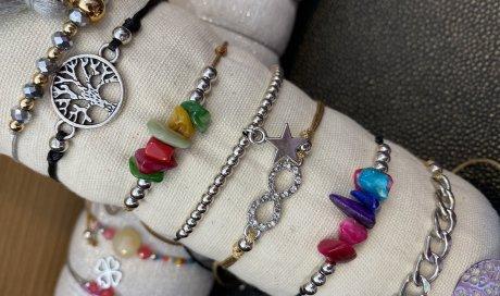 bijoux fantaisies chez M Laure Coiffure